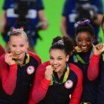 А вы знаете, почему олимпийские чемпионы кусают свои медали?