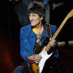 Ронни Вуд из Rolling Stones выздоравливает после операции на легких
