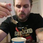 Фитнес-блогер Энтони Говард-Кроу похудел на 14,5 кг, употребляя мороженое и диету