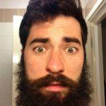 Парень выбрал неудачный момент, чтобы сбрить бороду