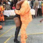 В Йоханнесбурге в тюрьме «Сан-Сити» заключенным устроили стриптиз