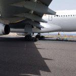 Самолет, совершивший аварийную посадку, заблокировал работу аэропорта Тенерифе