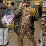 Забавные люди в экстравагантной одежде (фото)