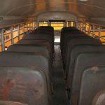 Дом на колесах в старом школьном автобусе