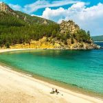 Удивительная красота бухты Песчаной на берегу озера Байкал