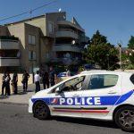 В Марселе неизвестный въехал в две автобусные остановки