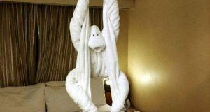 Забавная обезьянка из полотенца.
