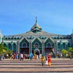 Не целовать и не использовать левую руку: запреты и табу в Индонезии