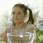 А ты налей и отойди… Девочка из рекламы сока стала настоящей красоткой!