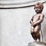 Как в Брюсселе появился Писающий мальчик, и почему статуя меняет наряды
