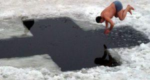 Купание в холодной воде: улучшение иммунной системы.