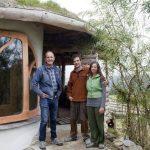 Молодая пара доказала, что построить дом можно буквально за копейки