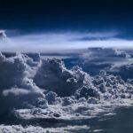 Пилот выложил в Сеть фото штормовых облаков, снятых на высоте 10 000 метров!