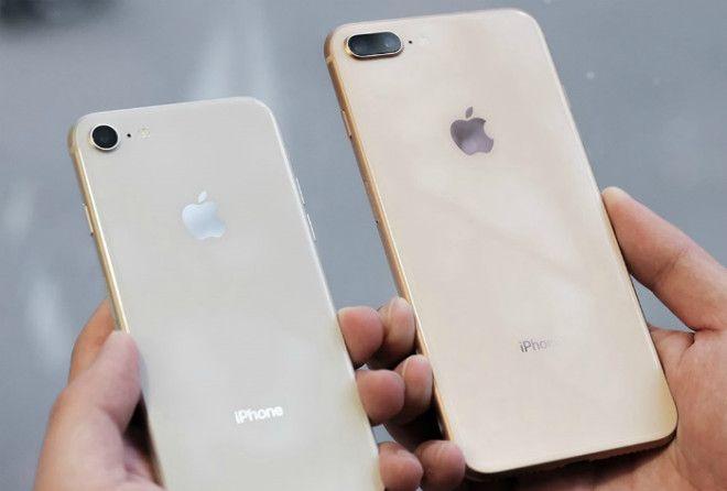 Отверстие возле камеры у Iphone