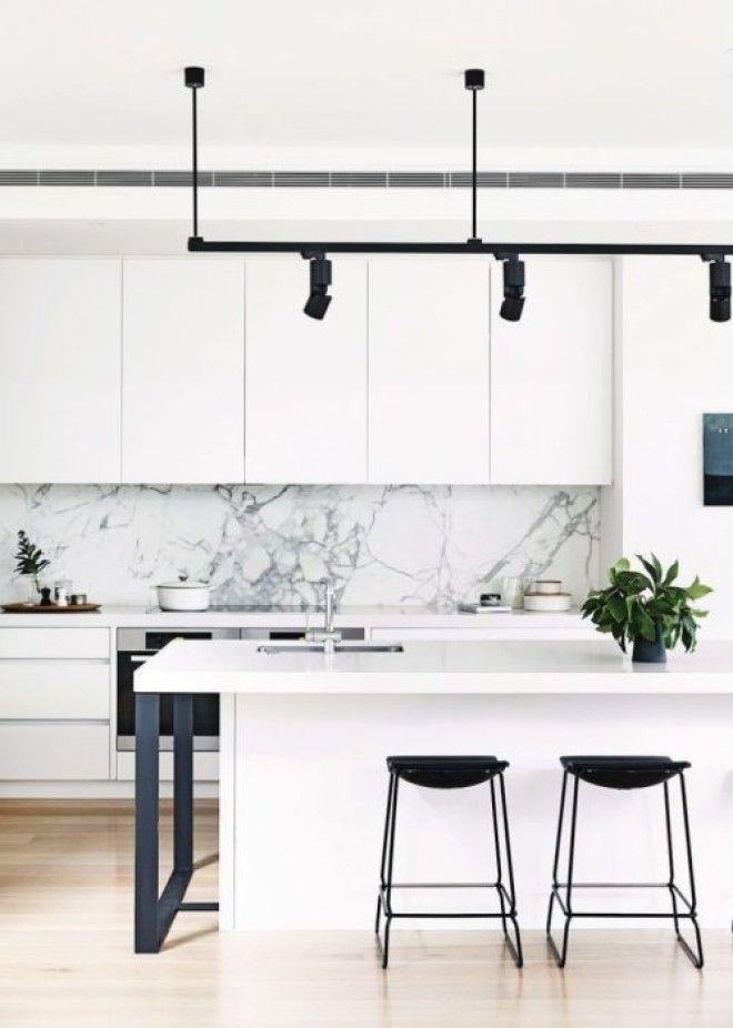 Мраморная вставка на рабочей зоне то что нужно для современной кухни