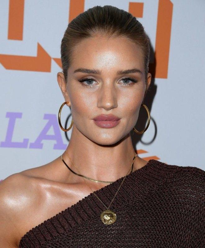 23еные назвали женщину с самыми сексуальными губамиИ это не Анджелина Джоли